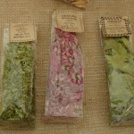 gräslöksblomma och libbsticka